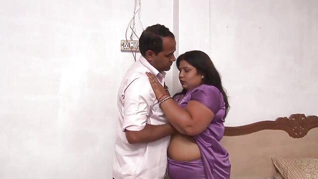 बिल्ली छेदा माँ देसी बीपी फिल्म चल रही है और मुर्गा
