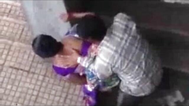 - देखो कमबख्त सांता क्लॉस, बड़े स्तन बीपी फिल्म देसी