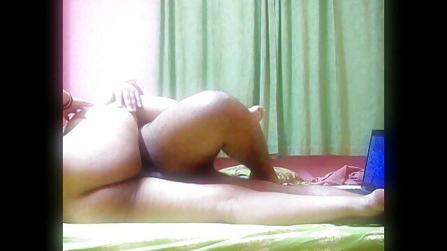 मगेना यम में सेक्सी बीपी फिल्म देखने वाली उसे छड़ी के साथ