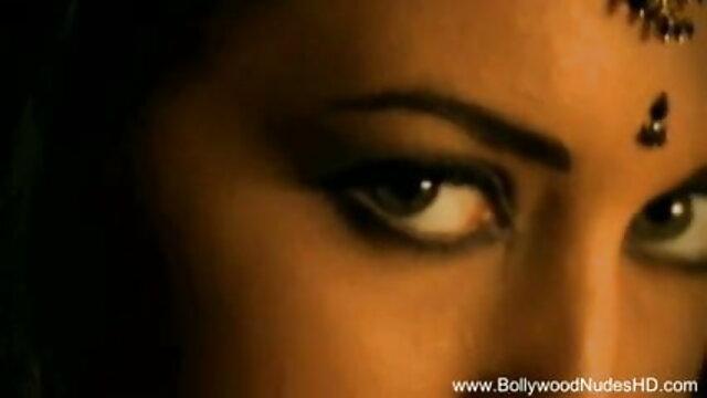 साथियों में सेक्सी बीपी फिल्म अंग्रेजी बस