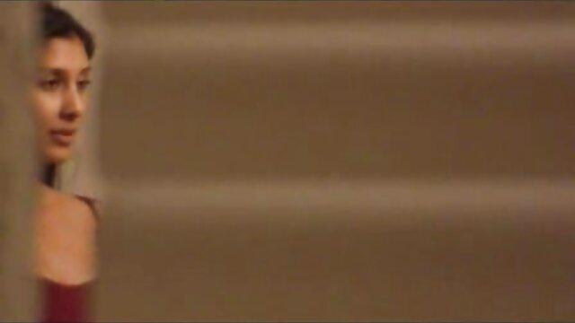 एडम हेस विभिन्न खिलौने और उसके बड़े मजबूत सेक्सी फिल्म बीपी फिल्म मुर्गा के साथ खेलता है