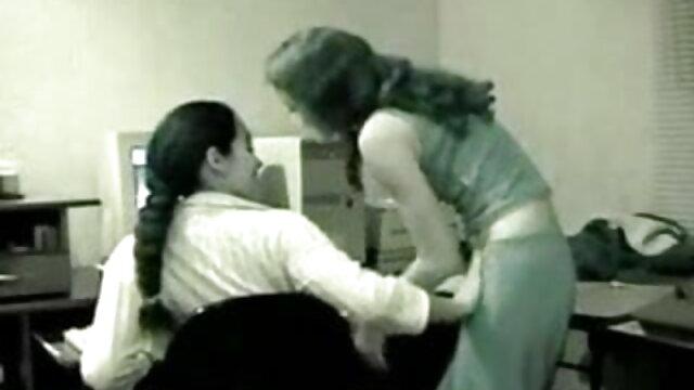 सुंदर लड़की परित्यक्त इमारत में गर्म लोड लेता देसी बीपी फिल्म है
