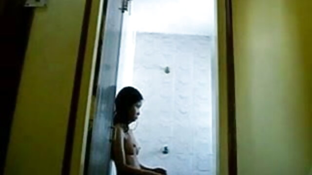 सींग का बना हुआ लंबे बाल समलैंगिक डेविन अंग्रेजी बीपी सेक्सी फिल्म रेनॉल्ड्स मुर्गा सड़क पर