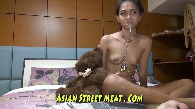 सुंदर एशियाई गुड़िया है सेक्सी बीपी फिल्म देखने वाली एक सेक्सी चमकती