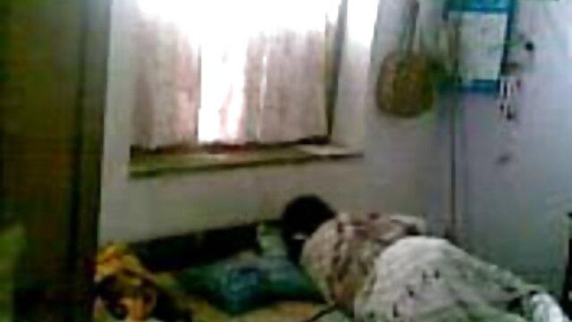 रीको कुरुसु विलाप करते हुए धीरे से उसे बिल्ली रगड़ देसी बीपी फिल्म
