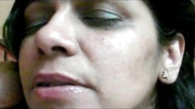दादी सेक्स सेक्सी बीपी फिल्म देखने वाली त्रिगुट