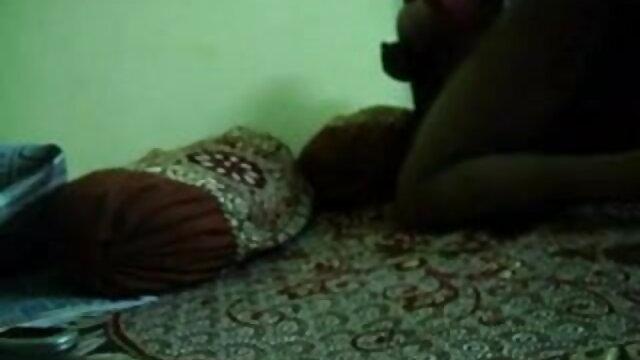 जंगली सेक्सी फिल्म इंग्लिश बीपी टायरा हो रही है उसे बिल्ली